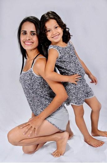 Pijama tal mãe tal filha oncinha cinza e preto