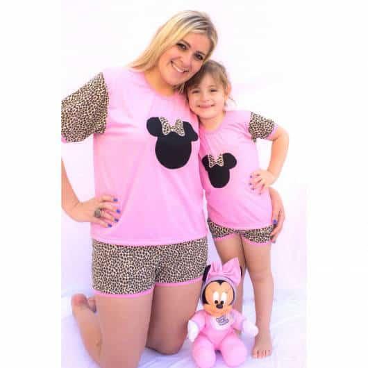 Pijama mãe e filha rosa com oncinha