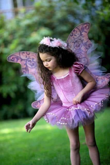 fantasia de fada infantil rosa com detalhes em lilás