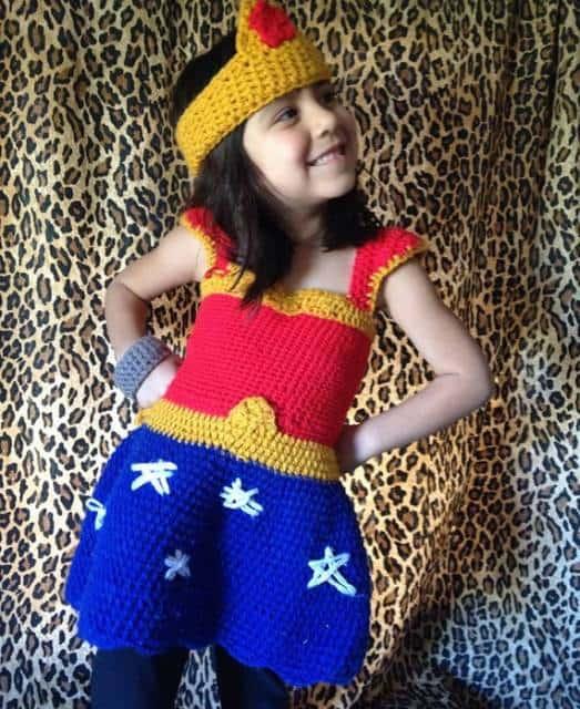 Fantasia Mulher Maravilha Infantil de crochê