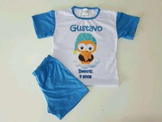 Pijama masculino infantil com o nome da criança.