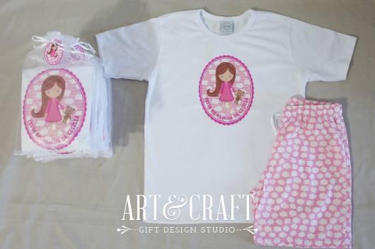 Pijama rosa e branco personalizado.