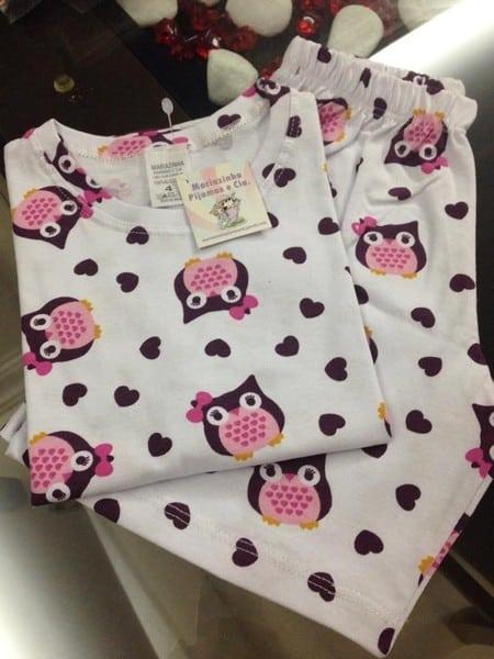Pijama com estampa de coruja.