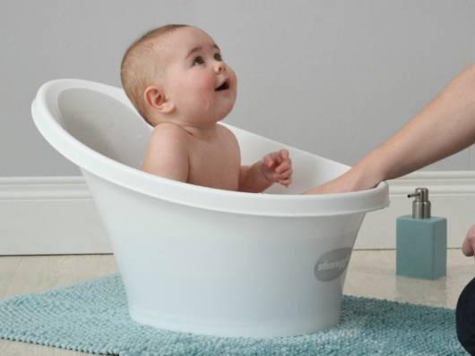 banheira bebê sentado