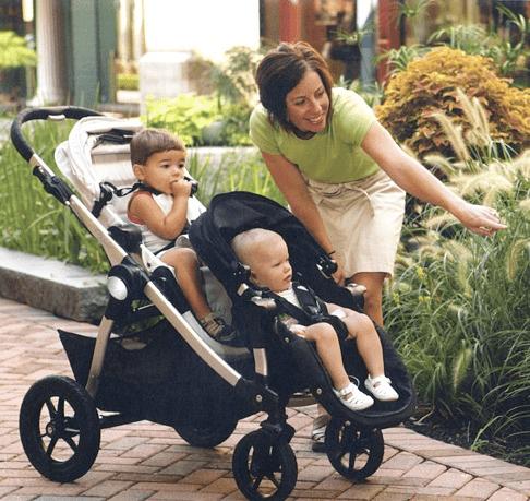 carrinho de bebê para gêmeos com níveis diferentes