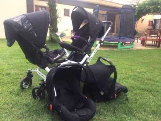 carrinho de bebê para gêmeos que protege de chuva