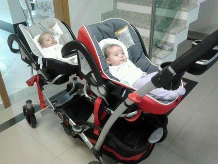 carrinho de bebê para gêmeos frontal