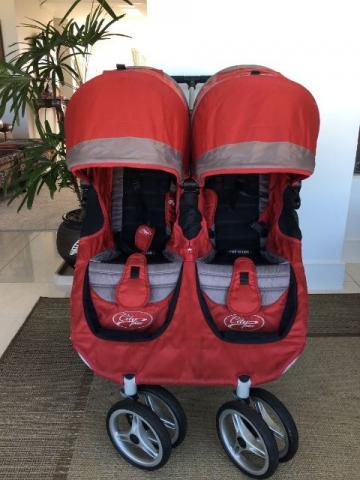 carrinho de bebê para gêmeos com proteção de chuva