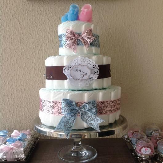 bolo de fraldas azul com rosa
