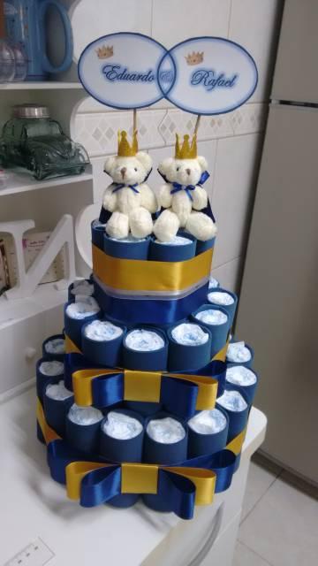 bolo de fraldas azul com dourado