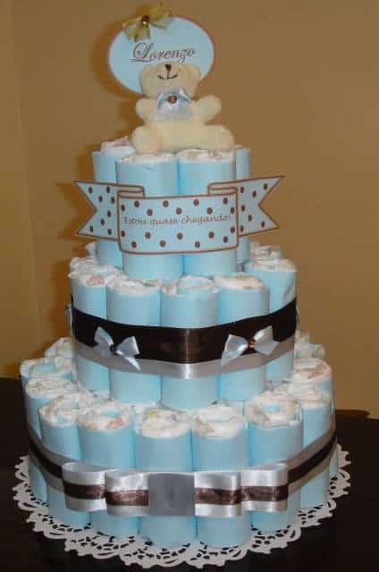 bolo de fraldas azul com marrom