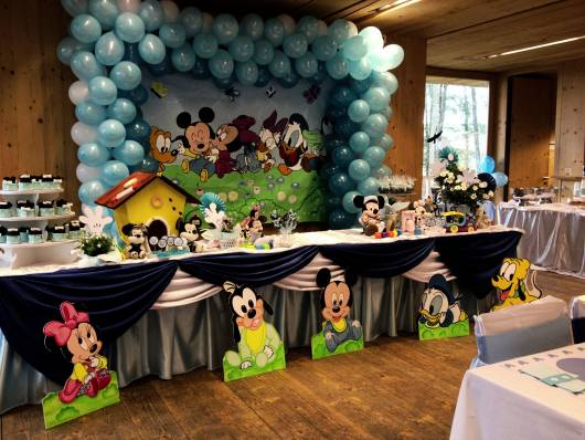 Mesa decorada com o tema festa do mickey baby.