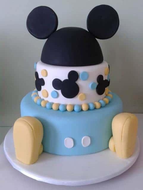 Bolo do Mickey com pasta americana.