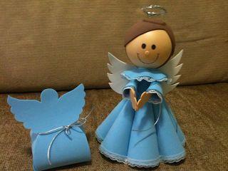 Anjo com roupa azul feito com EVA.