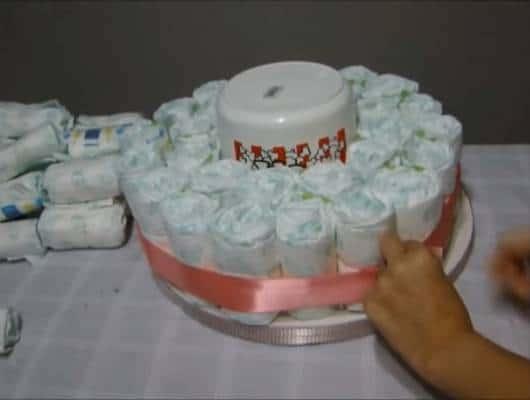 Primeiro andar do bolo de fraldas concluído.