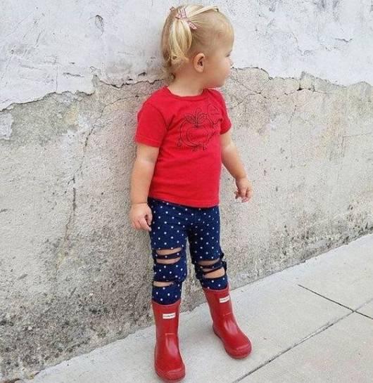 look infantil com bota vermelha