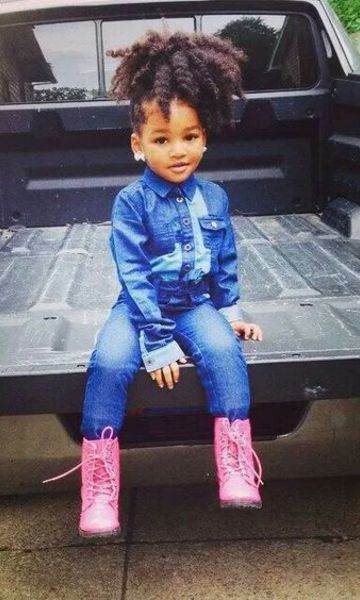 look infantil com bota rosa