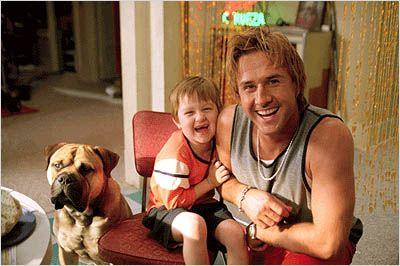 Cena do filme Spot um cão da pesada.