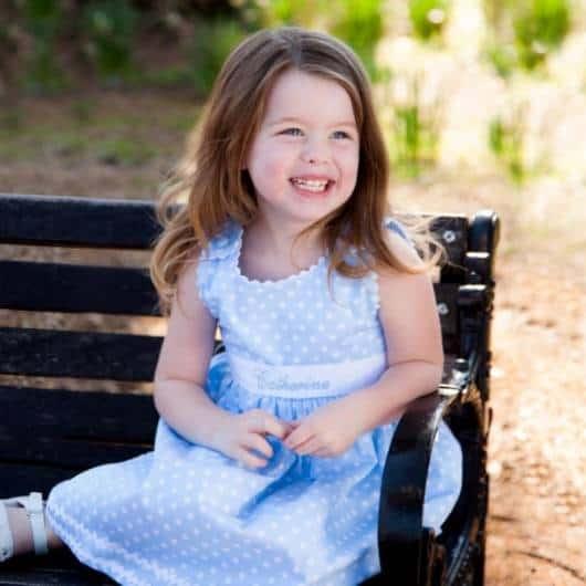 look infantil feminino com vestido poá