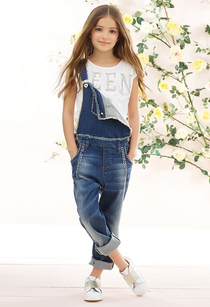 look infantil feminino com macacão jeans