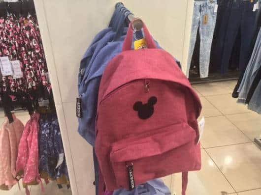 Mochila Mickey rosa.