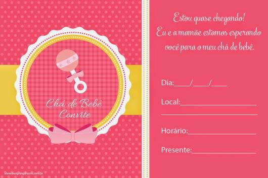 Convite rosa com detalhes em branco e amarelo.