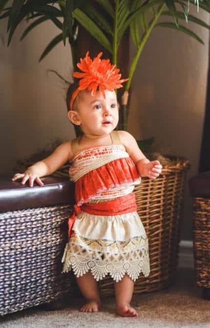 Fantasia Moana baby com tiara de flor laranja