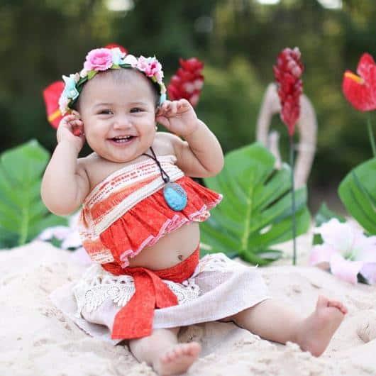 Fantasia Moana baby com tiara de flores