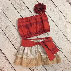 Fantasia Moana com faixa laranja na cintura
