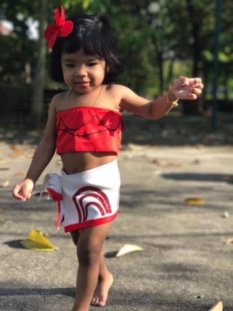 Fantasia Moana infantil com top vermelho