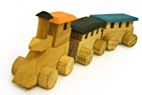 Brinquedos Antigos trem de madeira