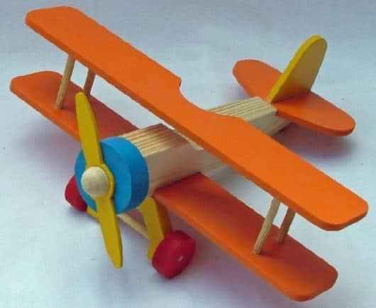Brinquedos Antigos de madeira avião