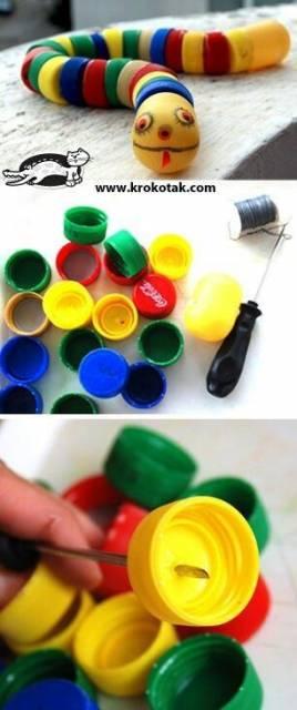 brinquedo com tampinhas de garrafa