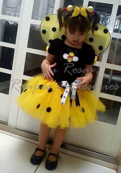 Fantasia de Abelha com saia de tule amarela com bolinhas pretas