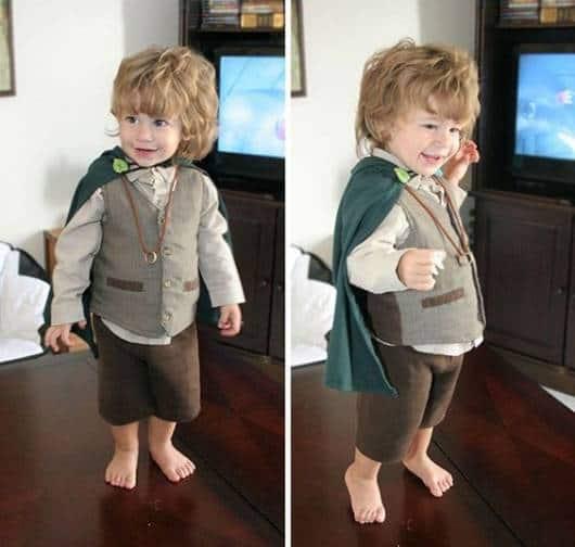 Criança vestida de Frodo, dos filmes Senhor dos Anéis.
