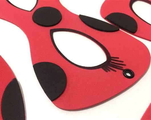 máscara Ladybug com detalhes e eva