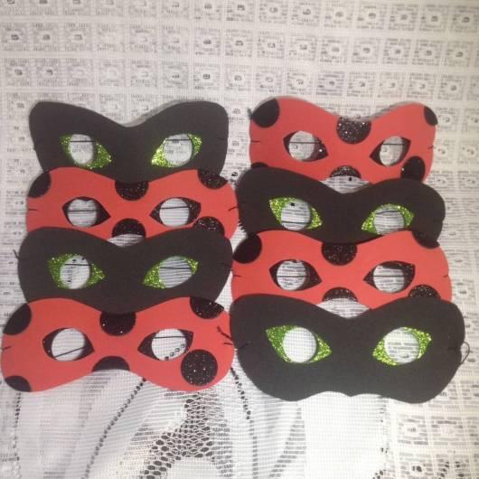 máscara Ladybug feita com cartolina