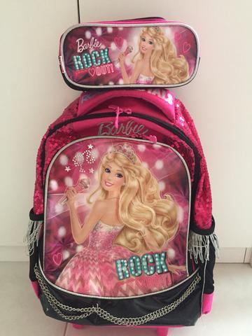 Mochila da Barbie modelo Rock com correntinha