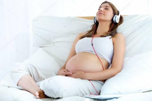 como colocar músicas para bebês na barriga