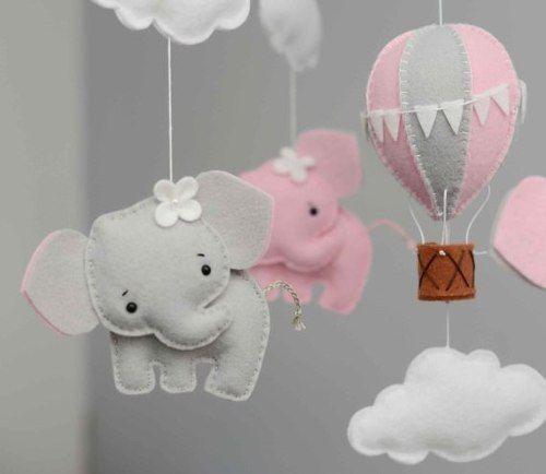 Móbile para berço com elefante cinza e rosa