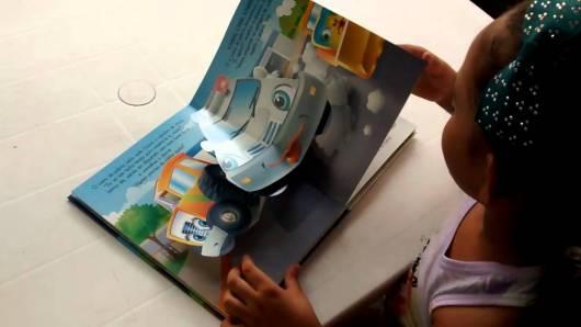 Livro infantil 3D As Aventuras dos Carros