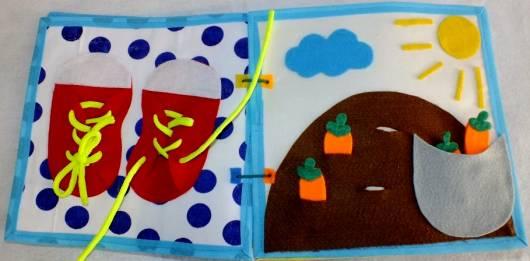 Livro infantil interativo com sapatinho para por cadarço