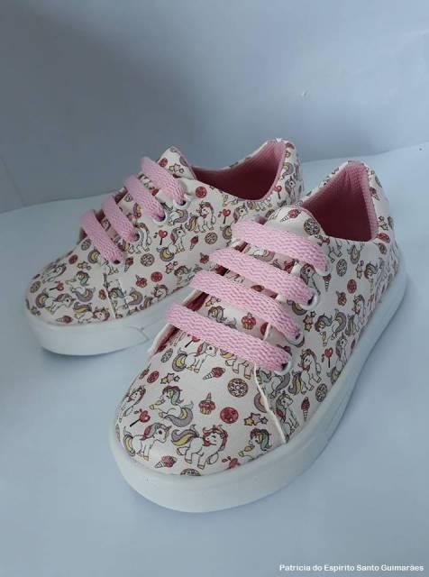 tênis com cadarço rosa