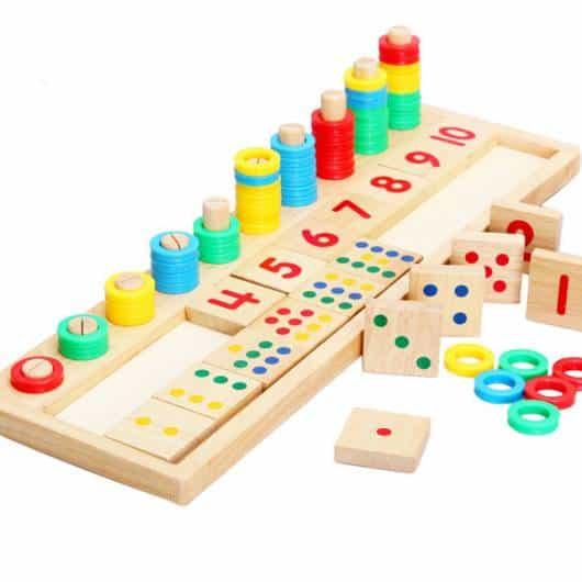 Brinquedo Montessori de madeira com números e cores