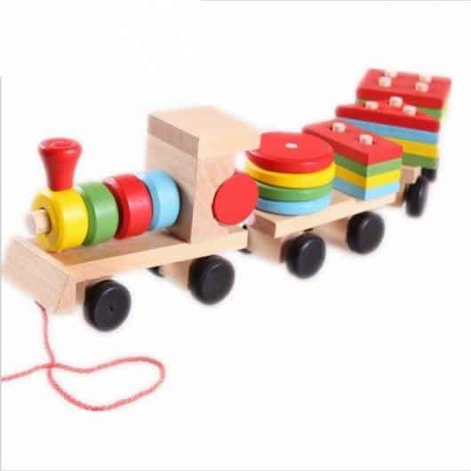 Brinquedo Montessori de madeira: caminhão geométrico