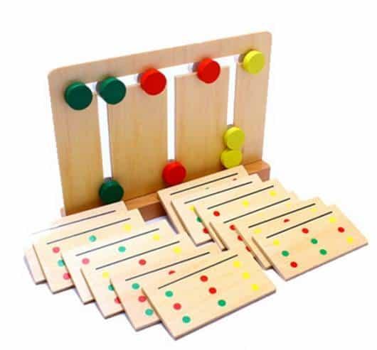 Brinquedo Montessori de madeira
