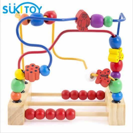 Brinquedo Montessori de madeira: labirinto