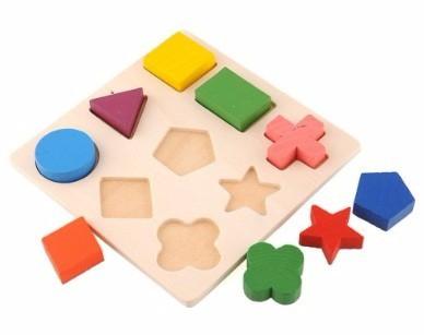 Brinquedo Montessori de madeira: formas geométricas
