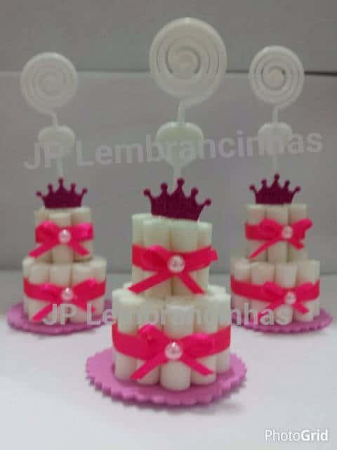 Lembrancinhas para chá de fraldas simples: mini bolo de EVA