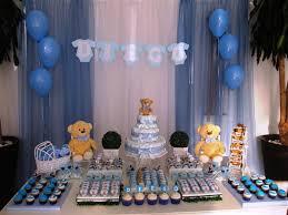 Decoração de chá de fraldas simples para menino em tons de azul com ursinhos